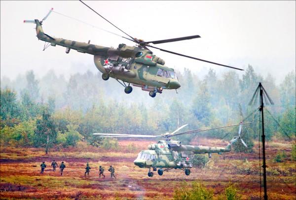 俄羅斯與白俄羅斯去年九月的「西方二○一七」軍事演習,近期遭愛沙尼亞軍官指控規模和目的遠高於官方說詞,是在向北約組織模擬全面開戰。(歐新社檔案照)