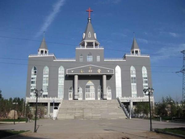 金燈台大教堂是當地家庭教會斥資1700萬人民幣興建。(圖取自《香港01》)