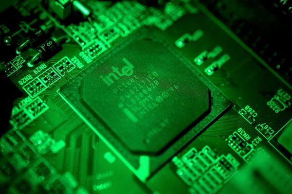 英特爾副總駁斥微軟副總認為「舊版電腦受問題處理器影響大幅降速」這項說法,認為舊版電腦頂多降速10%。(歐新社)