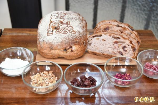 「莓香絮語」麵包都是選用在地食材。(記者張忠義攝)