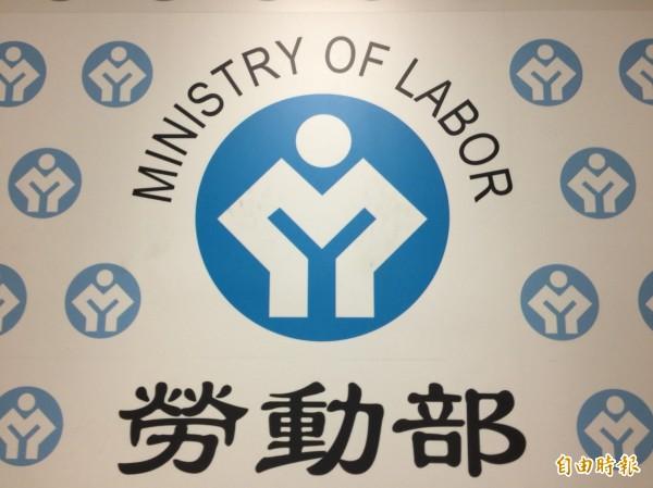 網傳近日有僱主要求勞工簽同意加班一律換補休同意書,職安署回應,指加班換補休需由勞工發動,且不能事先約定。(資料照,記者廖千瑩攝)