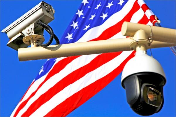 美一處軍事基地拆除中國製監視器。(路透)