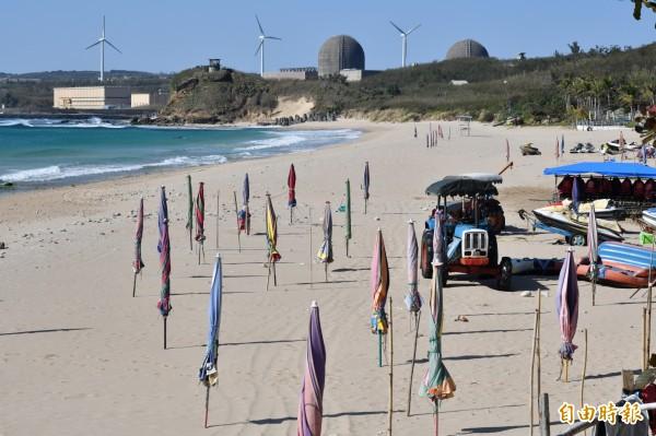 墾丁旅遊人潮崩跌,目前正值淡季,南灣沙灘周末上午竟出現完全無人的慘況。(記者蔡宗憲攝)