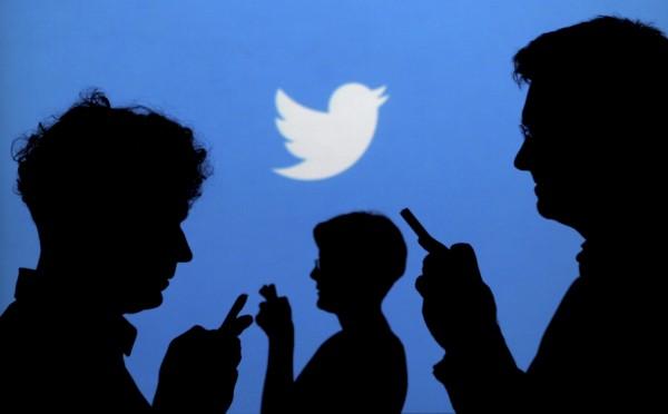 網友批評Twitch讓老外實況主直播泡泡浴,結果Twitter躺著也中槍。(路透)