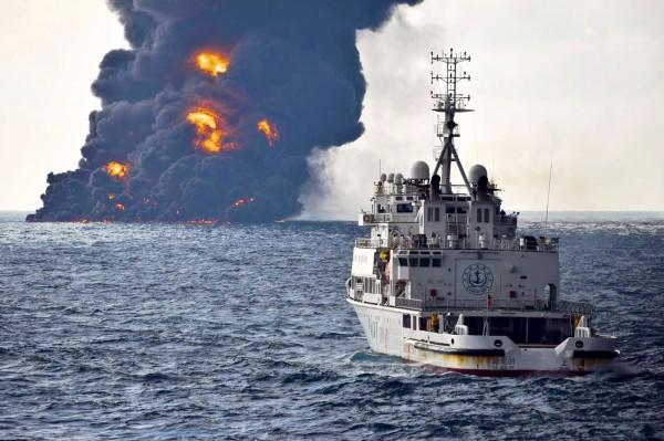 專家表示這是「史上最嚴重的一次凝析油外漏事件」,且各國均缺乏處理經驗,將對海洋生物造成長期傷害。(美聯社)