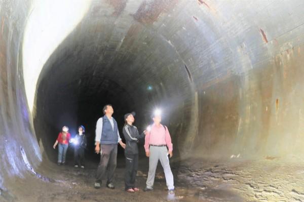 半屏山「洞窟式配水池」當年提供日本軍艦所需,圖為地下水庫內觀。(舊城文化協會顧問宋德威提供)