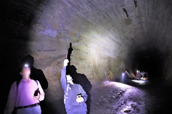 日軍洞窟式配水池內壁為石灰岩。(舊城文化協會顧問宋德威提供)