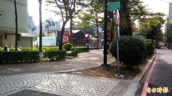 配合中山雙連段帶狀公園改造,捷運中山站4號出口將於週六起封閉。(記者黃建豪攝)