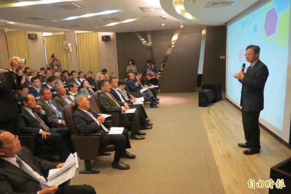 行政院排除企業五缺政策說明會首場在台中登場。(記者蘇孟娟攝)