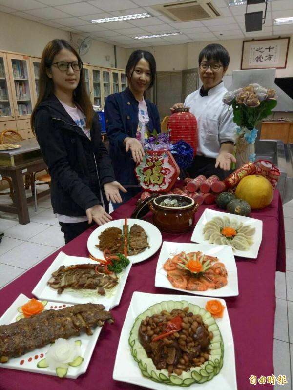 台中十方啟能中心也推出愛心年菜做公益。(記者蔡淑媛攝)