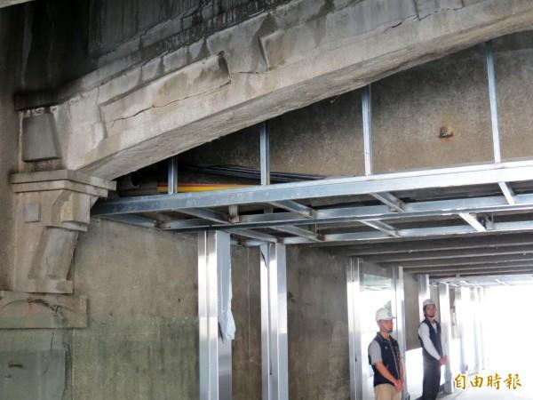 日治時期興建的櫻橋,因綠川工程而重現。(記者張菁雅攝)