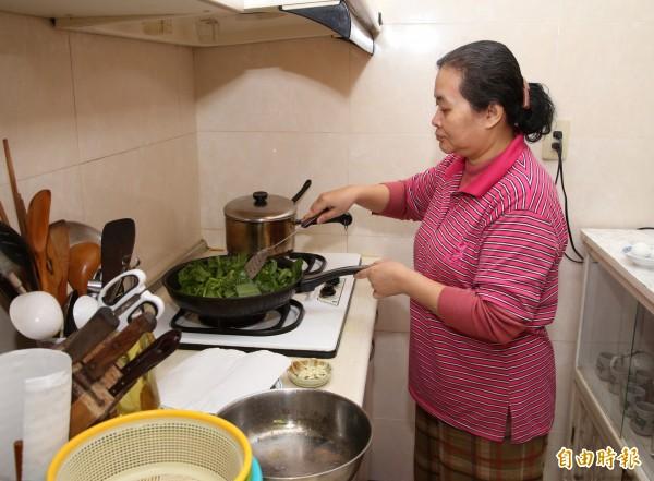 過年期間圍爐、料理年菜都要留意用火安全。(記者臺大翔攝)