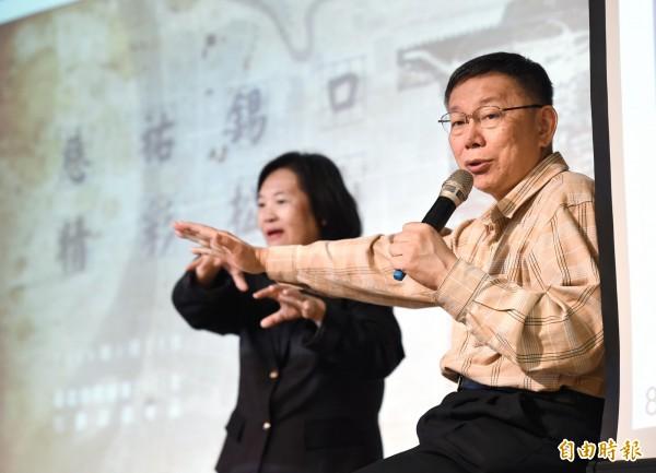 台北市長柯文哲23日主持松山區行動市政會議,向地方人士說明市政建設及聽取建言,並接受媒體採訪。(記者方賓照攝)
