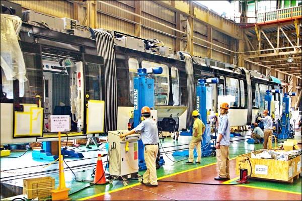 淡海輕軌製造畫面。(台灣車輛公司提供)