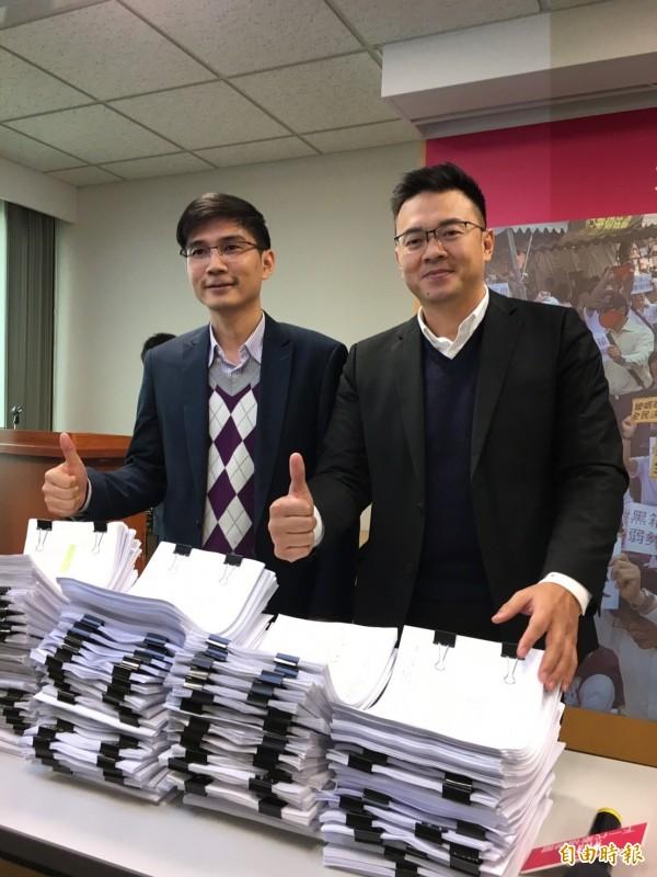 幸福盟已募集到3000多份連署書。(記者楊綿傑攝)