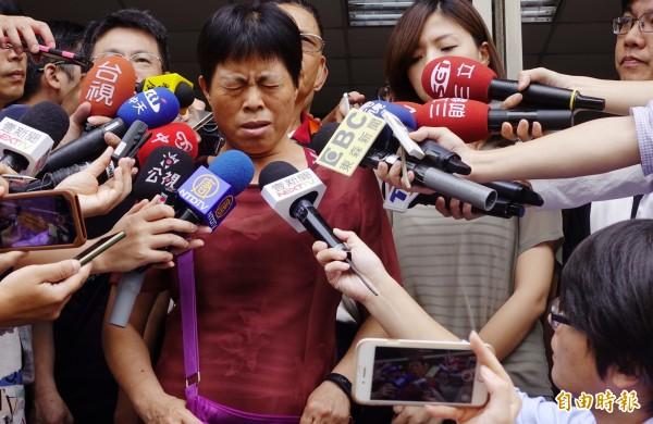 陸軍下士洪仲丘案去年6月28日更一審宣判,除前少將旅長沈威志等3人無罪,何江忠等6人均刑度大減,且都獲緩刑,洪仲丘的媽媽受訪時表示難以接受。(資料照)