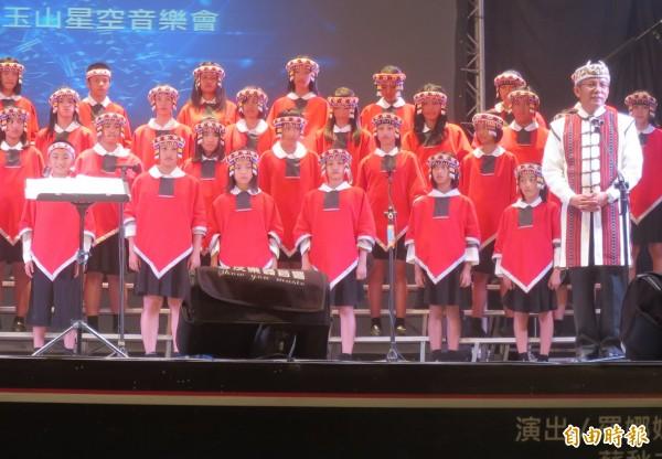 信義鄉玉山星空音樂會,將由校長馬彼得引領原聲童聲合唱團獻唱齊導最愛的歌曲。(記者劉濱銓攝)