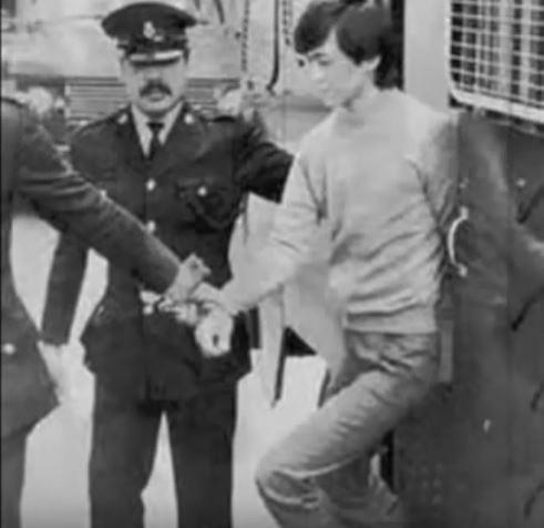 林過雲於1982年2月至7月期間,在下雨的夜晚陸續殺死4名女乘客。(圖擷取自YouTube)