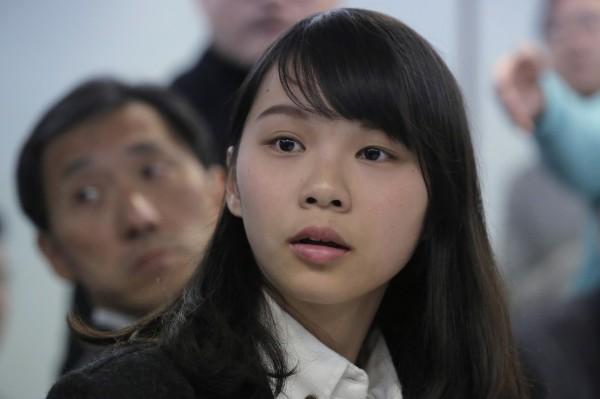 周庭遭官方以與香港眾志有政治聯繫為由,取消補選議員資格。(美聯社)