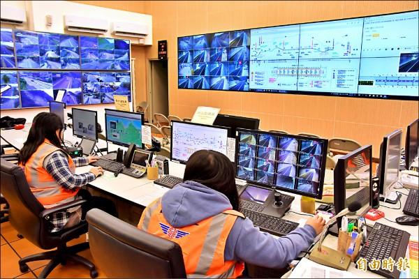 從國道五號蘇澳交流道至蘇花改入口沿線五十多處號誌,將納入公路總局交控中心進行管控。(記者張議晨攝)