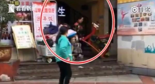 中國重慶一間健身房突然倒閉,有會員因為找不到人求償,於是將健身器材搬走。(圖擷自看看新聞微博)