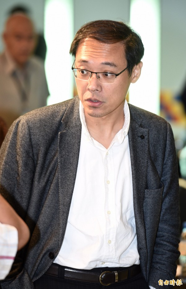 黨產會委員楊偉中強調,面對國台辦這種「拉柯打蔡」的言論,他呼籲人在歐洲的柯文哲必須對此嚴正回應。(資料照)