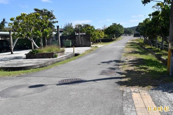 墾管處將規劃穿越牧場既有道路的外環道。(記者蔡宗憲攝)