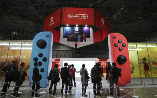 未來「Nintendo Switch」的線上服務,要對玩家按月收取服務費用。(美聯社)