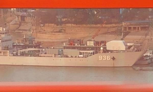 中國船艦上被拍到巨大炮座。(圖翻攝自中新網)