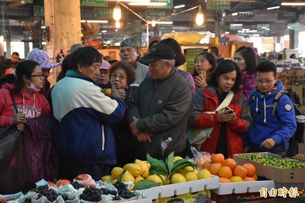 行政院「穩定物價小組」要求監控春節前各類農漁畜商品、民生物資的市場供需與價格,適時調配。(資料照)