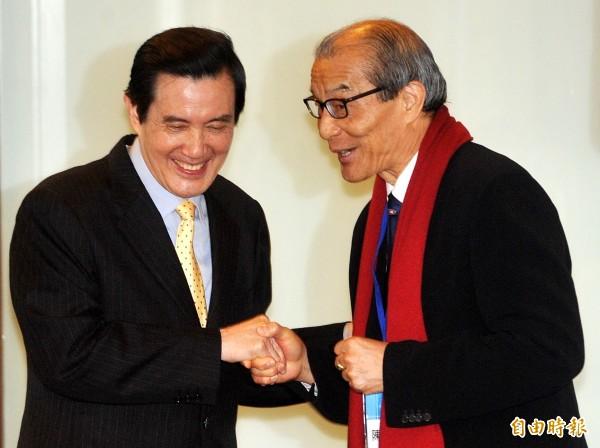 前總統馬英九(左)與律師陳長文(右)擬成立「反妨害司法公投聯盟」擔任召集人。(資料照)