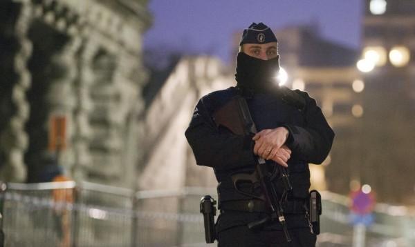 巴黎恐攻主嫌今日在布魯塞爾出庭,當局部屬多名警力戒備。(美聯社)