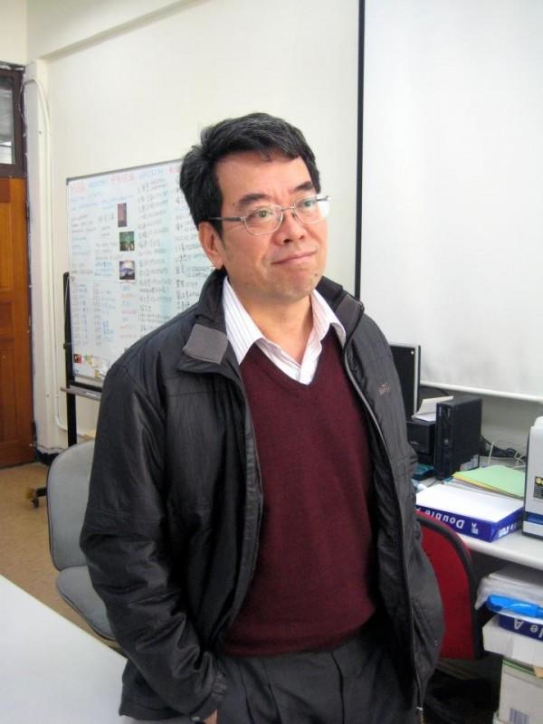 中央大學地球科學系系主任顏宏元。(擷取自臉書)