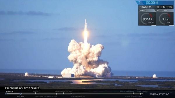 SpaceX最強運載火箭發射成功。(翻攝自SpaceX推特)