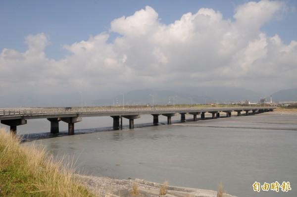 台11線花蓮大橋封閉。(資料照)