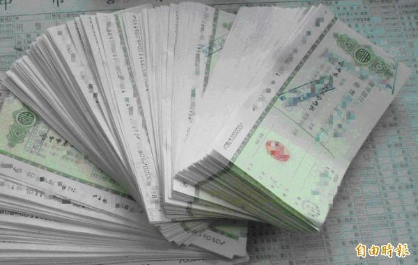 花蓮強震停止上班,台灣票據交換所說,為顧及支票存款戶資金調度受到影響,有關存款不足退票紀錄將從寬處理。示意圖。(資料照)