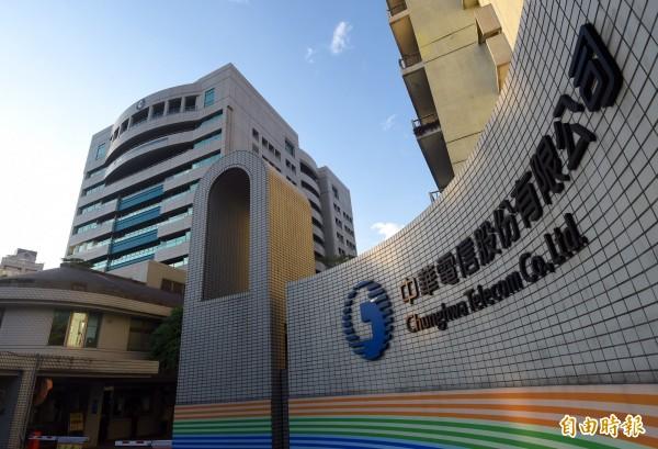 2月6日花蓮強震,中華電信針對行動用戶受災戶提供3個月免收月租費,並且暫緩催收帳單3個月。(資料照)