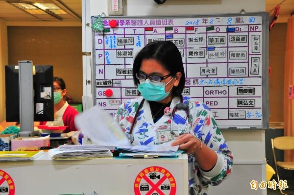 金雪珍護理長在門諾醫院服務已經11年,震災發生後她飛車時速105公里返院救人。(記者花孟璟攝)