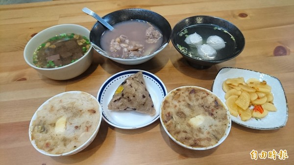 碗粿等平民美食。(記者楊金城攝)
