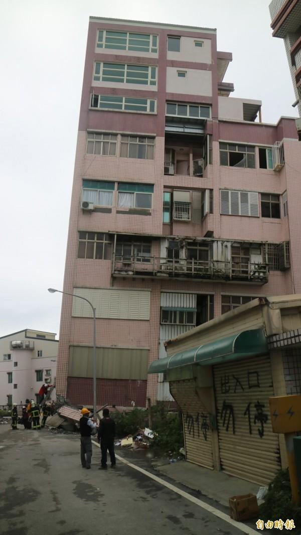 花蓮市國盛六街與國民八街口的吾居吾宿大樓現場。(記者王錦義攝)