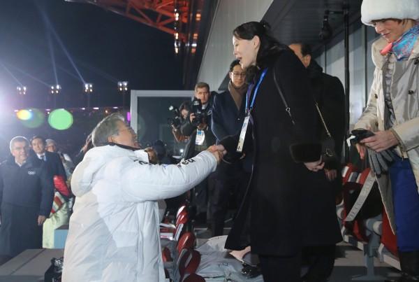 南韓青瓦台在昨日指出,金正恩胞妹金與正會在明日於青瓦台與文在寅見面,屆時金與正有可能轉交金正恩的親筆密函。(路透)