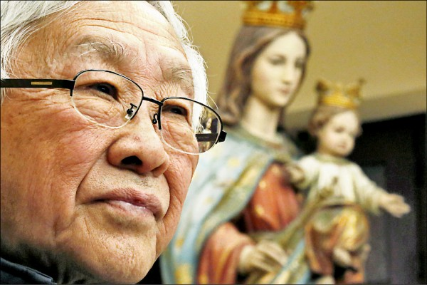 多年來警告教廷多加提防中國政府的天主教香港教區榮休主教陳日君,不滿梵蒂岡疑似已與中國達成主教任命架構協議,近日連番砲轟在當今羅馬天主教宗方濟各背後搞鬼的有心人。(路透)