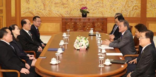 北韓領導人金正恩胞妹金與正,拜訪南韓總統府青瓦台與文在寅會面。(路透)