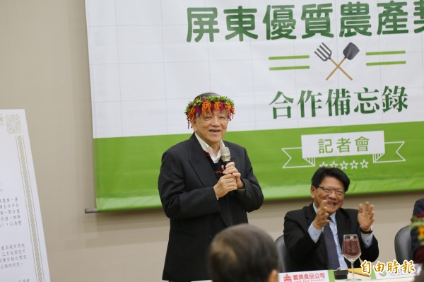 高志明表示,將以每台斤81元價格收購200公噸本土紅豆,穩定市場價格及農民收益。(記者邱芷柔攝)