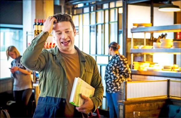 英國名廚傑米奧利佛去年十一月在荷蘭海牙的Jamie's Italian餐廳發表新書。  (歐新社檔案照)