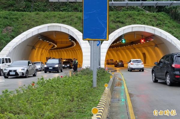 蘇花改明天上午恐出現南下返鄉車潮,圖為本月5日通車時的龐大車流量。(資料照,記者江志雄攝)