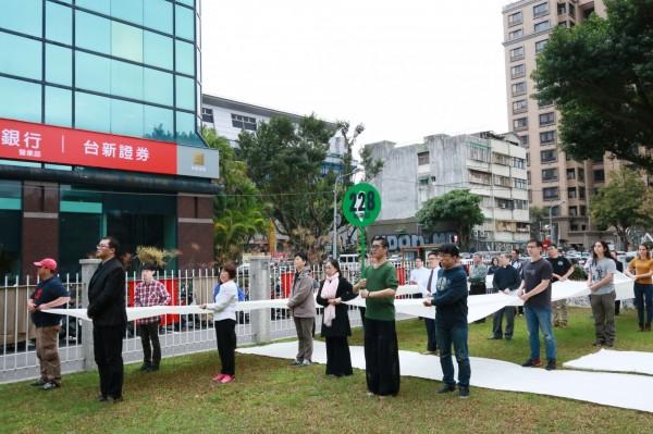 47個民間團體於週六(24)發起「228.0 還原歷史.邁向正義」活動,邀請民眾從天馬茶房步行到行政院,反思二二八事件對台灣社會帶來的影響。(主辦單位提供)