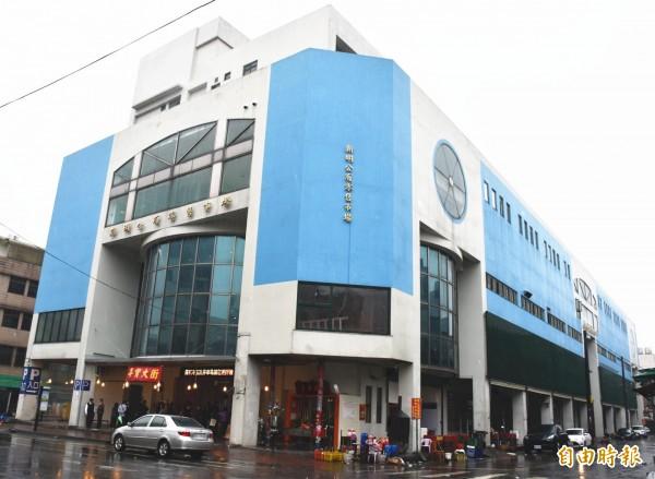 桃園市首座國際青年旅館落腳中壢新民公有零售市場6、7樓。(記者李容萍攝)