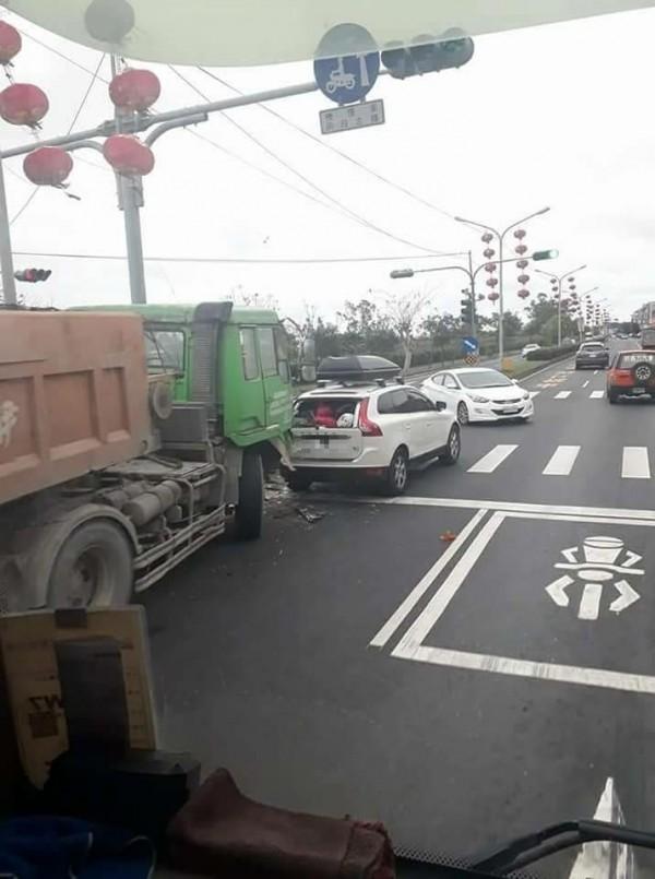 網友直呼「簡直戰車」。(圖擷取自「台灣新聞記者聯盟資訊平台」)