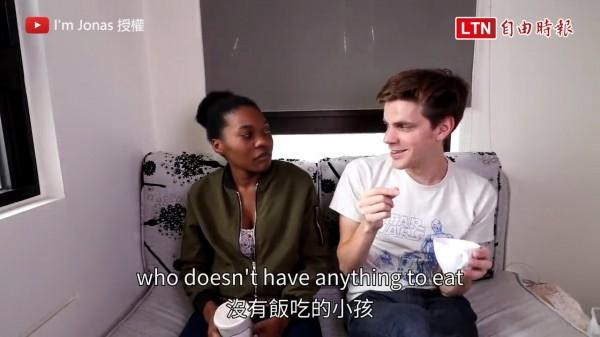 來自瑞典的Jonas找來他的烏干達朋友,分享在台灣的生活見聞。(圖片由I'm Jonas授權使用,以下皆同)